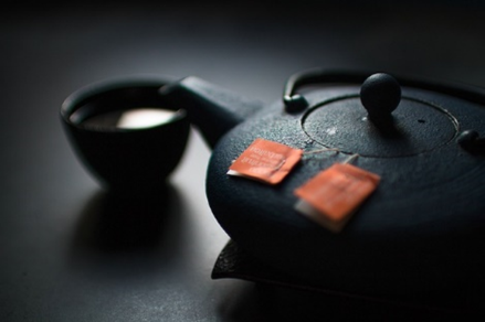dark tea pot.png